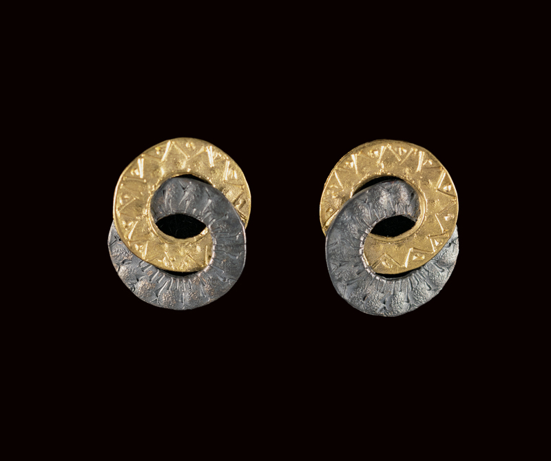 Hand carved looped ring earrings made of 22ct gold and oxidised silver