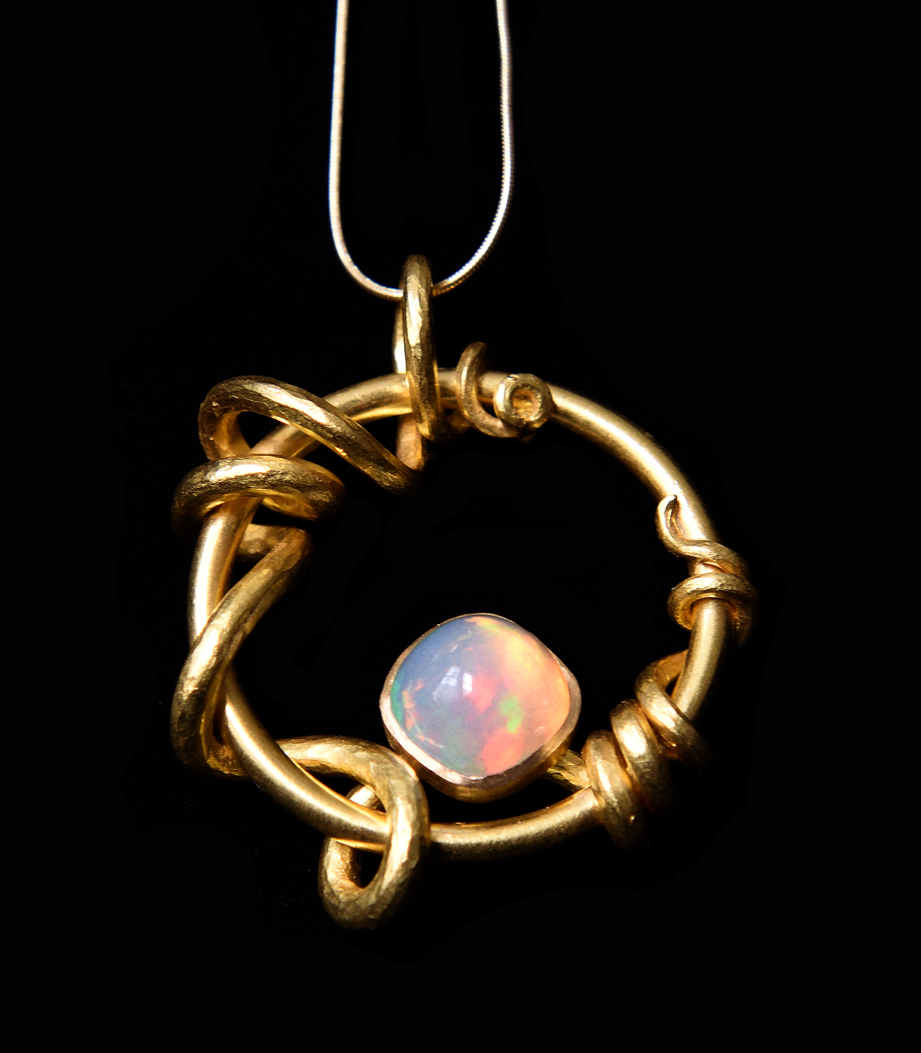 22ct gold and opal pendant